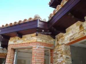 tejadillo hecho en madera decorativo para terraza exterior