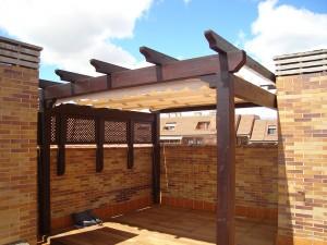 pergola a medida hecha en la provincia de Toledo en una terraza de comunidad