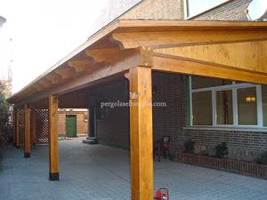 porche de madera para patio en vivienda de Madrid