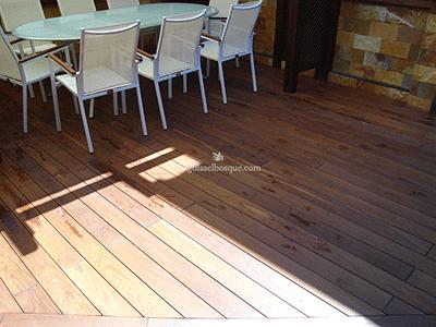 suelo de madera para pérgola exterior
