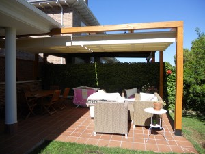 porche añadido a terraza de jardín