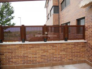 celosias de madera en valla de terraza