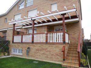 porche y pergola para terraza de casa independiente