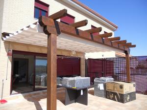 pergola porche de terraza con toldo para quitar el sol