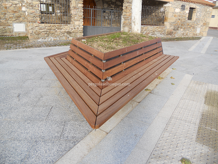 jardinera moderna hecha en madera geomtrica