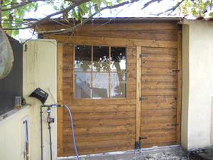 caseta de madera hecha a medida para jardín
