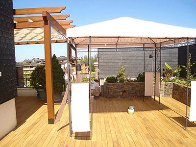 suelo de madera en tono claro para exterior soleado