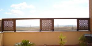 celosias a medida para terraza con huecos para disfrutar de las vistas