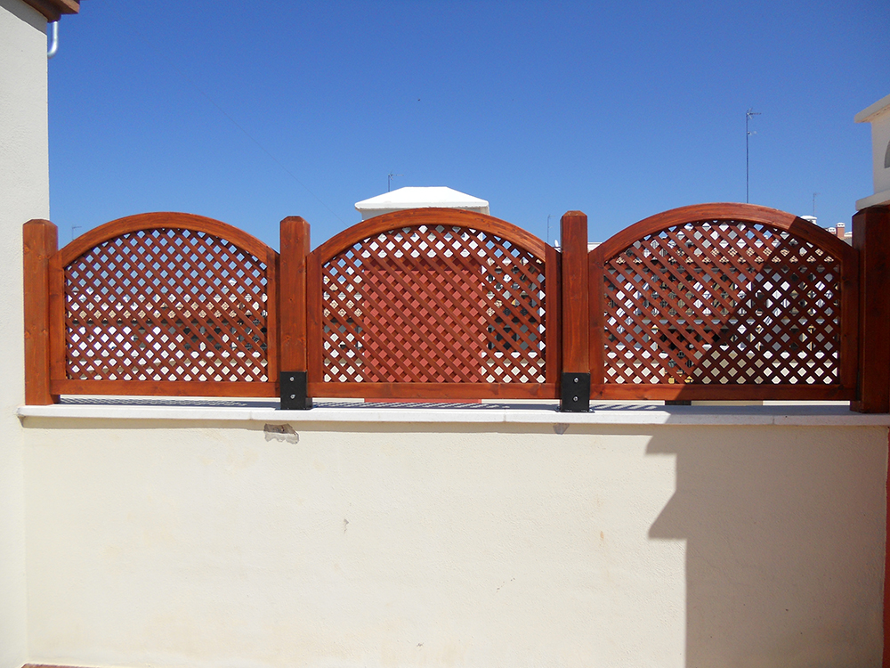 Porches y garajes de madera para en madrid y toledo - Celosia de madera para jardin ...