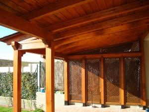 porche de madera para jardín y patio con detalle en celosías