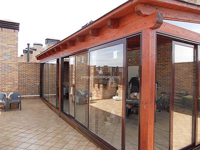 Cerramientos de terrazas en madera y aluminio cortinas de for Terrazas cerradas con madera