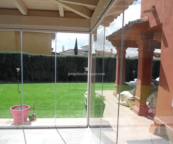 Cerramientos de terrazas en madera y aluminio cortinas de for Puertas para terrazas