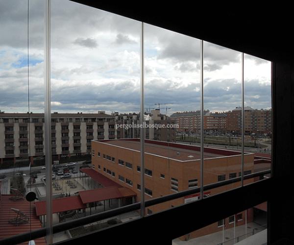 cerramiento acristalado exterior en edifiio de Madrid