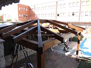 estructura de madera para porche o pérgola de jardín