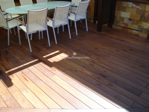 suelo de madera de porche en terraza