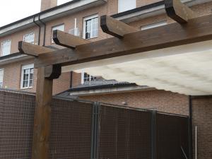 pérgola de madera en casa de provincia de Toledo