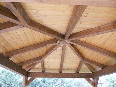 cenador tradicional con doble estructura de madera