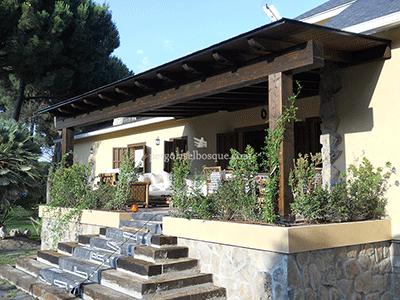 porche de madera maciza para fachada principal, hecho a medida, en provincia de Madrid durante 2014