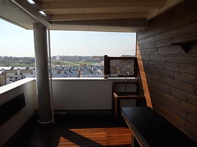 porche de madera estructurado en terraza existente