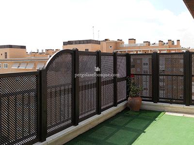 celosías a modo de valla para terraza, realizadas a medida con zonas altas y bajas