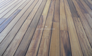 suelo de madera en acabado moderno