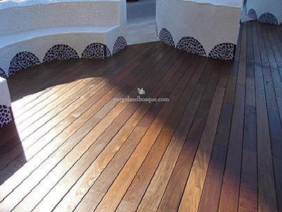 suelo de madera a medida para zona exterior, proyecto realizado en Madrid