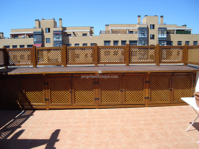celosías de madera con altillo en urbanización de Madrid