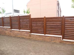 valla de madera natural para cercado de finca
