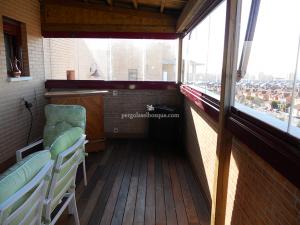 cerramiento de terraza en madera y cristal