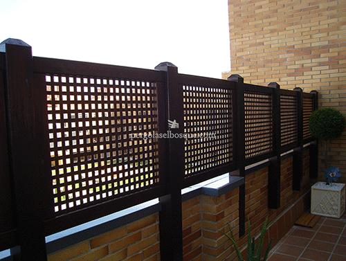 celosías de madera a medida para terraza sobre murete