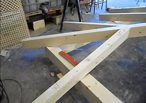 vigas de madera sin tratar para estructuras de exteriores