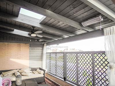 porche de madera con tragaluz para aprovechar la luz natural en terraza